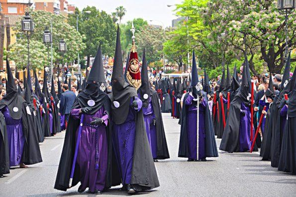 Pasqua a Siviglia processioni